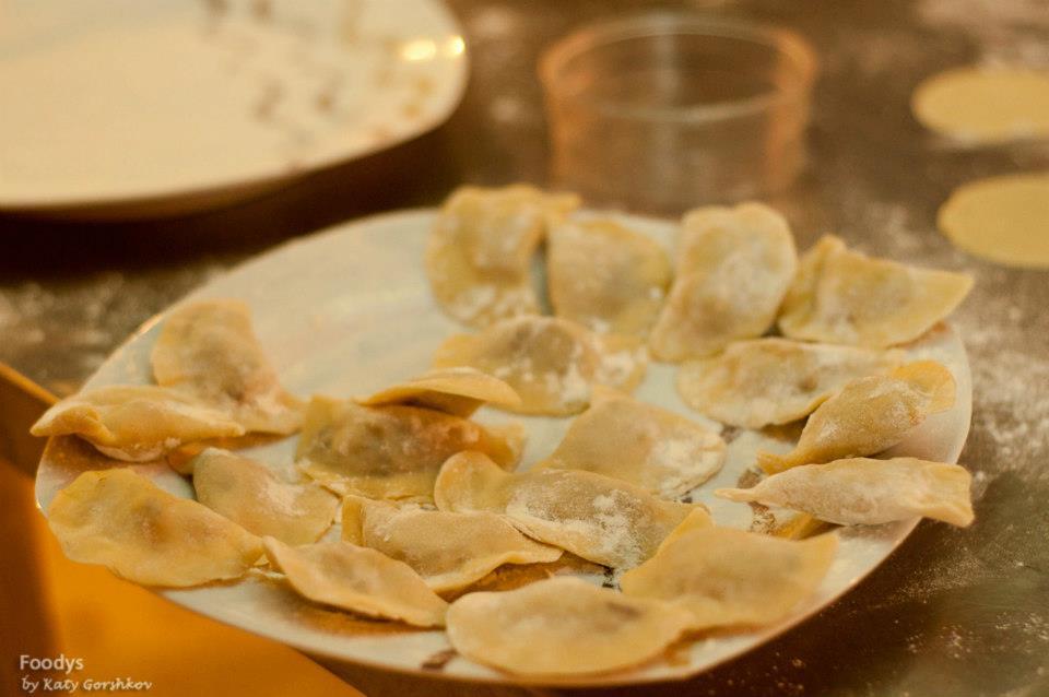Готовые равиоли-полумесяцы с печенью