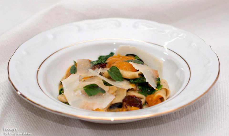 Страччи - крем из тыквы, оливки, помидорки и рокат