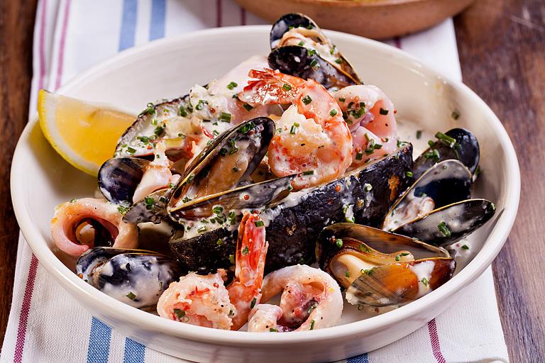 Салат из море-продуктов с обугленноым картофелем