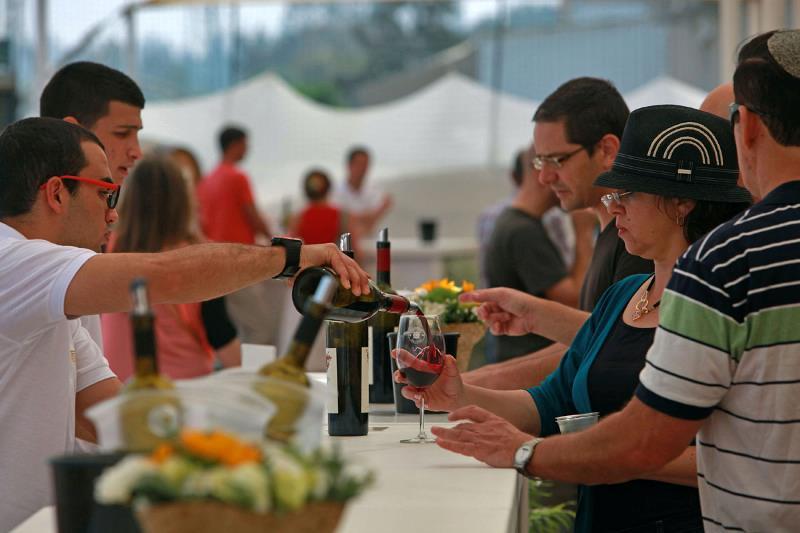 Вино в Израиле любят, ну а тем более когда оно почти бесплатное